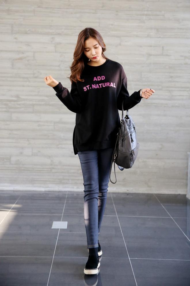 티셔츠 하나만으로 여성스러움이 ^^ (예뻐)