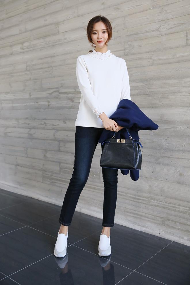 러블리한 디자인이지만 쫀쫀한 원단으로 캐주얼한 옷에도 잘 어울려요^^