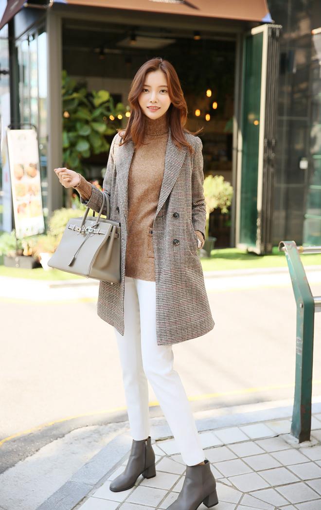 겨울 코트에도 화사하게 입는 매력적인 아이보리컬러^^