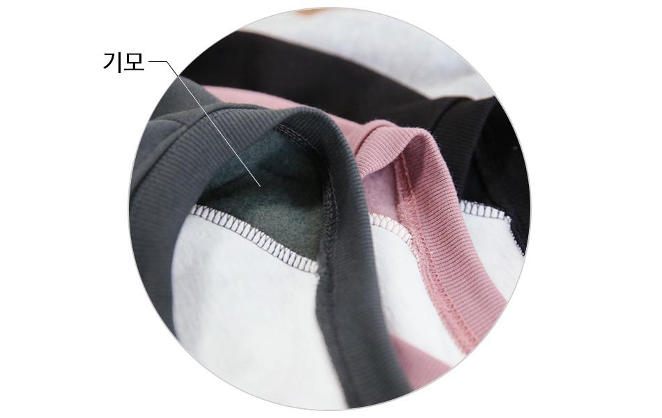 몸판전체에 기모가 있어요 ^^<br>네크라인부터 이중레이어드 티셔츠가 연결되어 있어요.