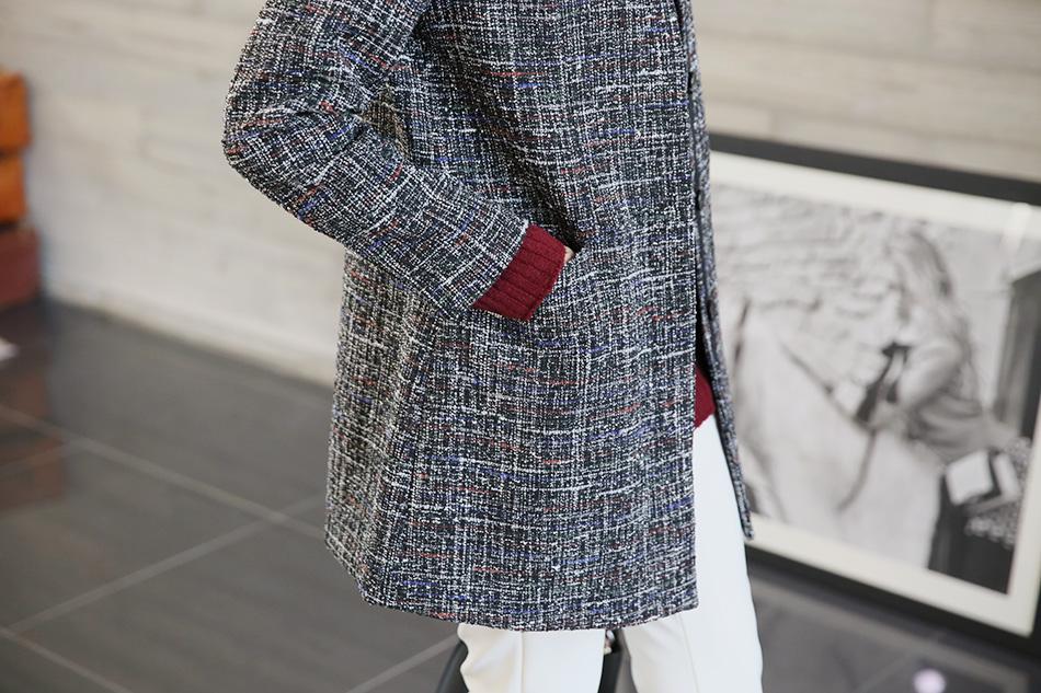 코트 속 살짝보이는 소매가 센스있는.. (예뻐)