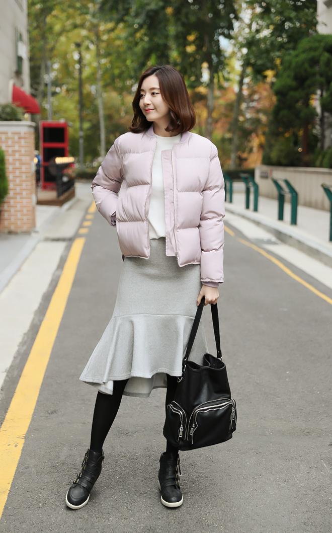 베이직한 디자인으로 자켓, 코트 안에 이너로 활용하기 좋아요 :)