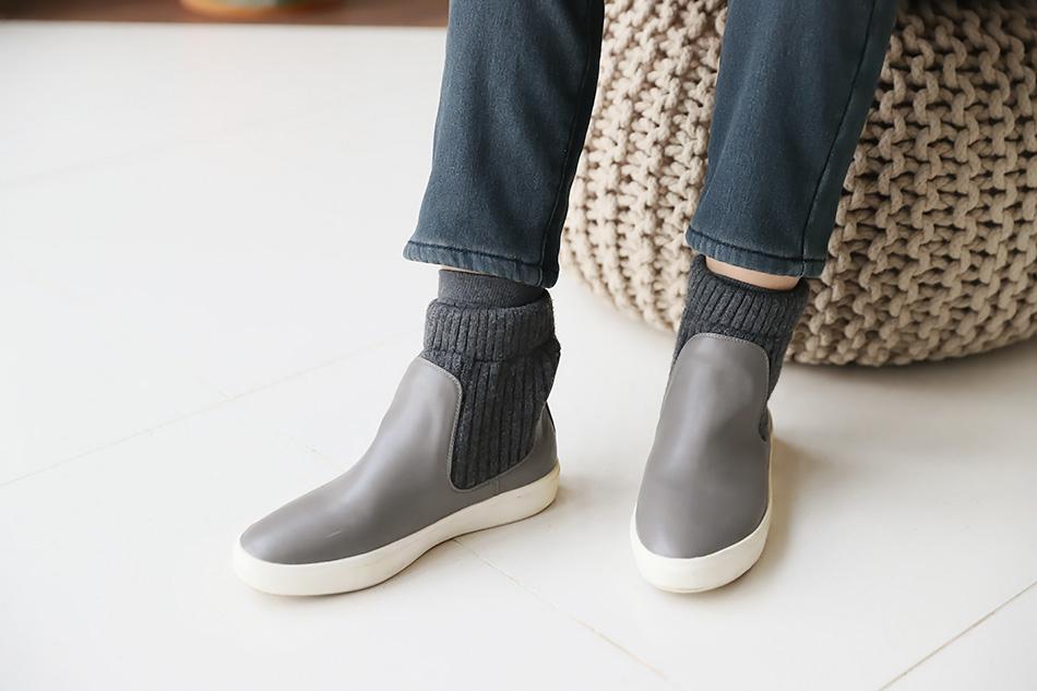 발목을 덮는 앵클부츠^^
