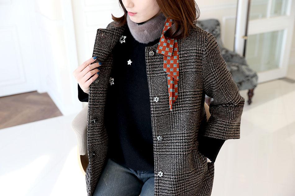 적당한 두께감으로 자켓, 코트 안에 착용하기 좋아요 :)