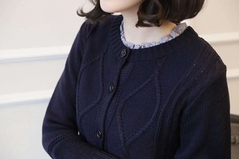 포인트 네크라인^^ 이너웨어로도 입기 좋아요.