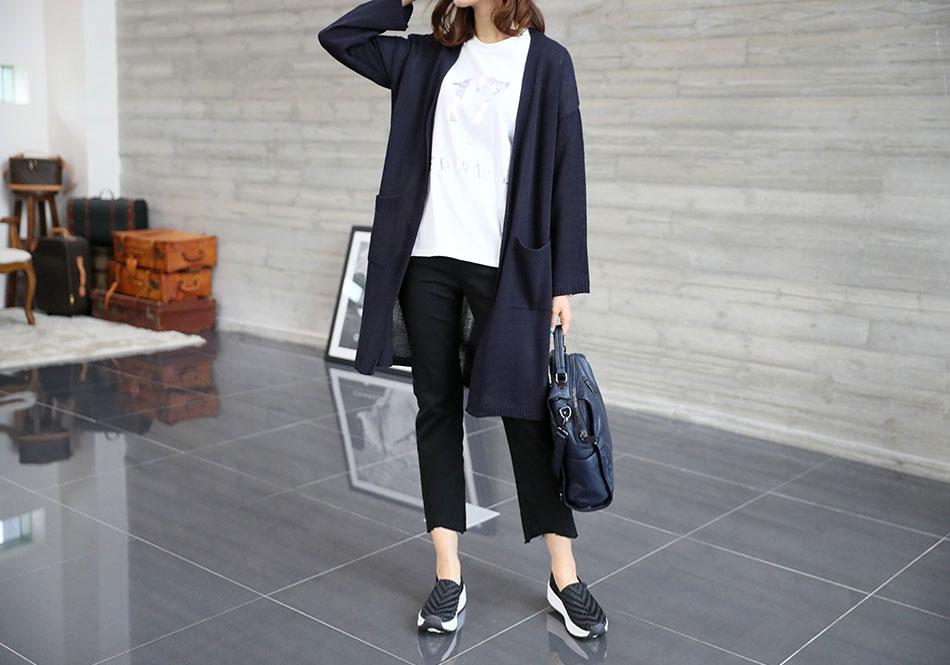 이너웨어로 입기 좋은 베이직 디자인.