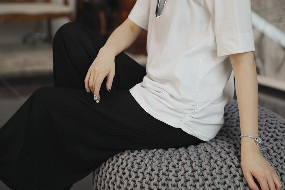 옆셔링이 있어 단품으로 입기 좋은 기본티셔츠