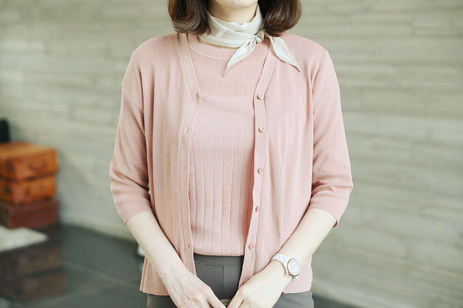 요렇게 ^^  심플리골지 라운드니트와 같은 소재입니다 ^^