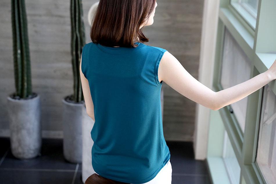 민소매디자인으로 여름에 입기 좋아요 ^^
