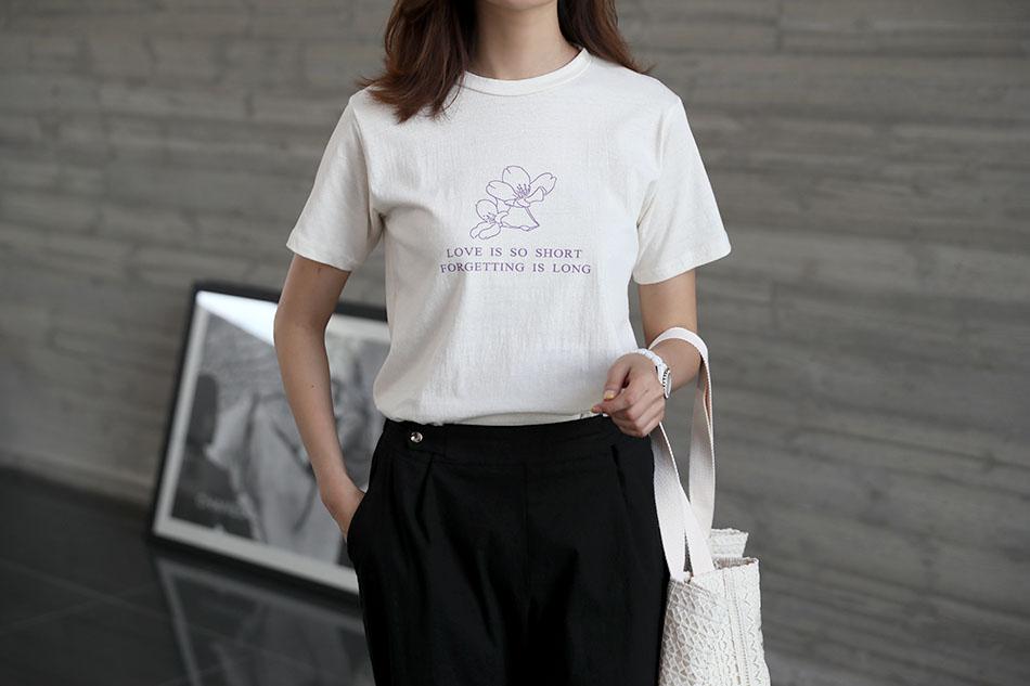플라워 프린팅으로 여성스러운 티셔츠:)