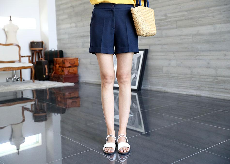 3부기장이라 너무 짧지않아서 부담없이 입기 좋아요 (좋아)