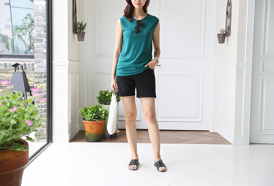 베이직한 디자인으로 두루두루 입기 좋은 티셔츠 :)