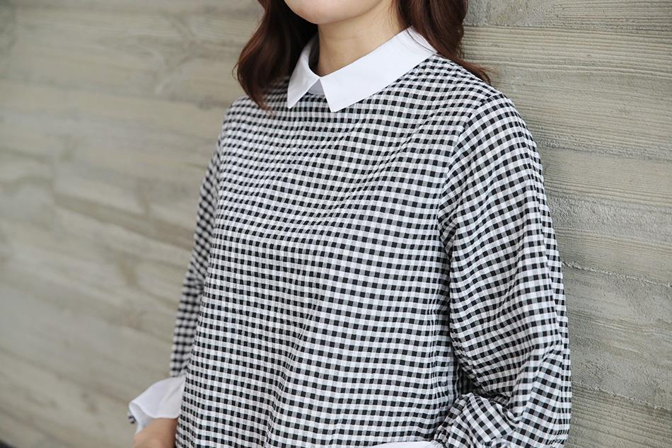 하얀 와이셔츠와 함께 레이어드한 듯한 디자인 :)