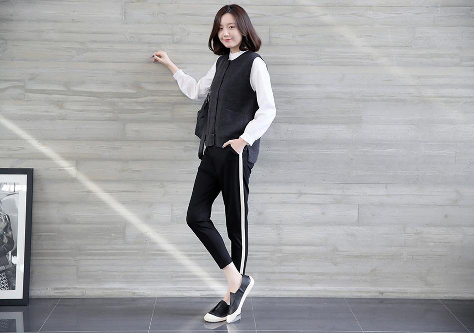 컬러 테이핑으로 포인트를 준 팬츠:)