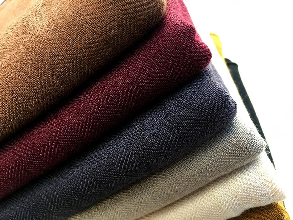 따뜻한 색감으로 어떤 옷과도 잘어울려요^ ^(굿)