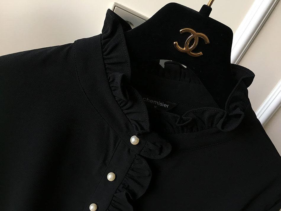 영롱한 진주 장식이 더 돋보이는 블랙 컬러