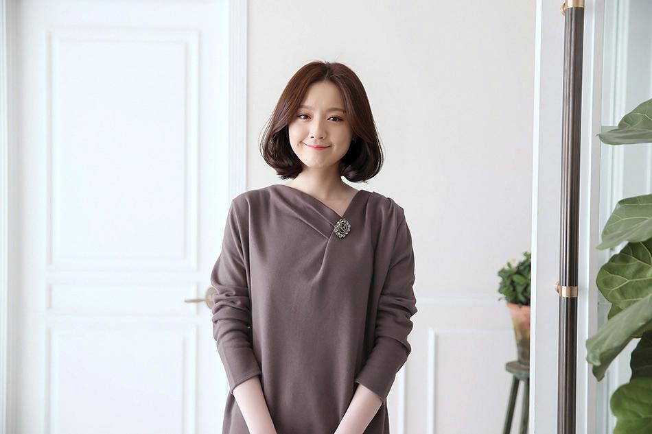 목선이 살-짝 드러나는 V넥 네크라인 ^ ^(예뻐)