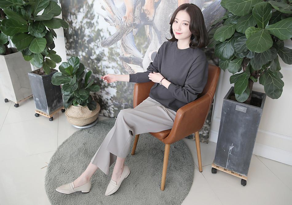 흔하지않은 은은한 베이지컬러~^^