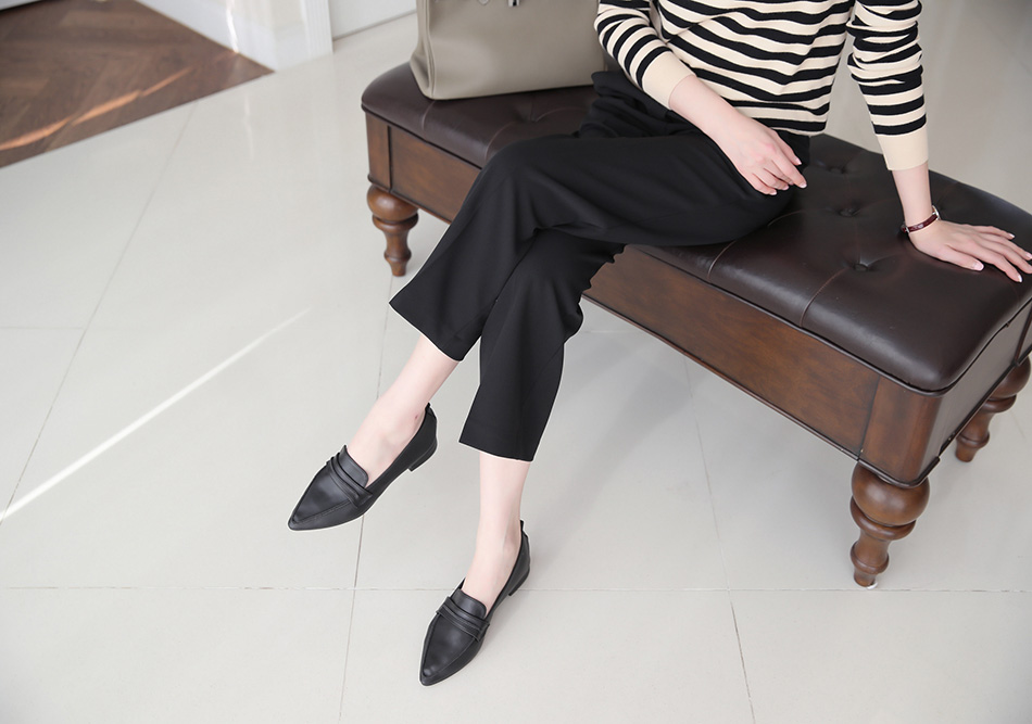앉았을때 적당히 발목이 보이는 기장감이 여성스러워요^^