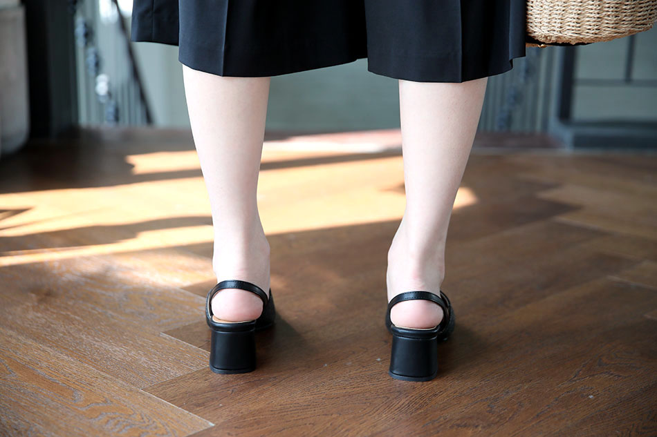 6cm의 안정적인 굽 : )