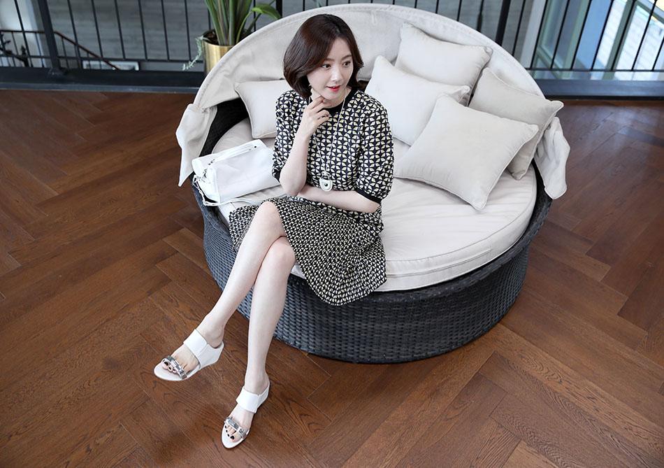 산뜻한 컬러감의 원피스 : )