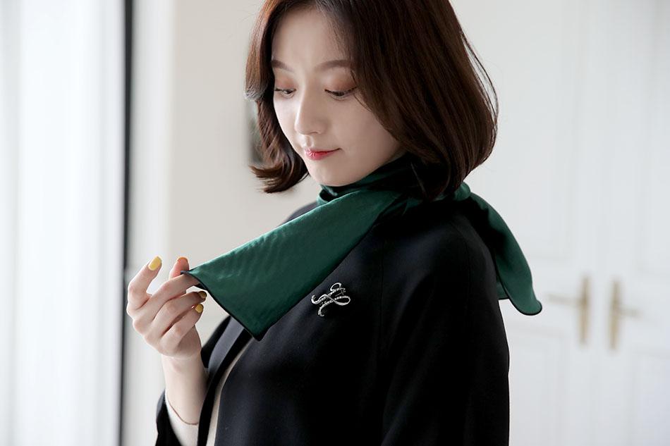 화려한 컬러감의 스카프 : )