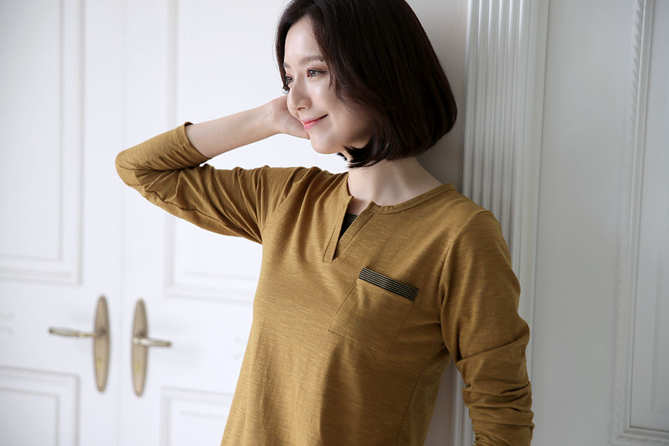 깔끔하고 단정한 라운드 티셔츠