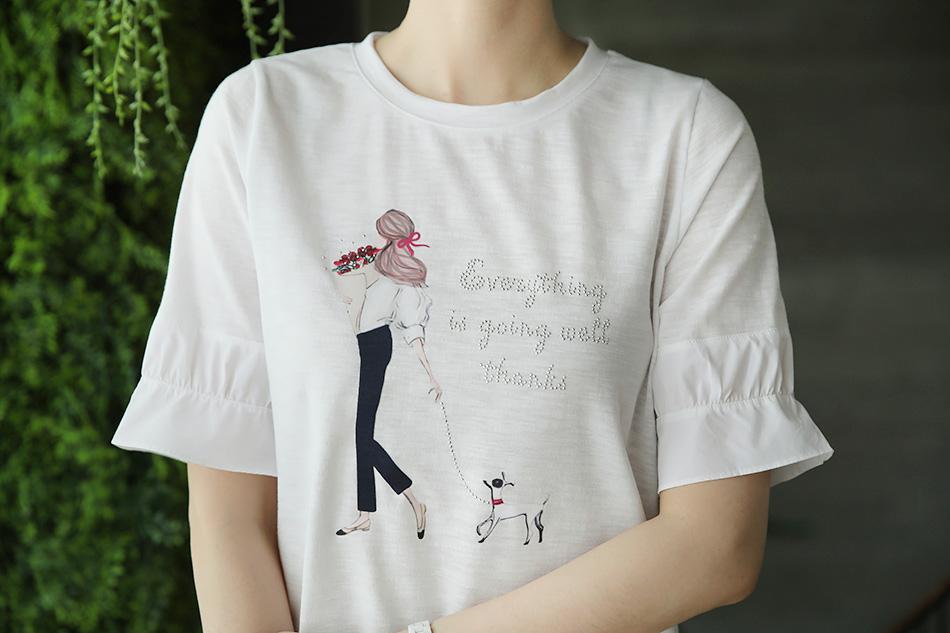 세련된 프린팅으로 포인트를 준 티셔츠 ^ ^