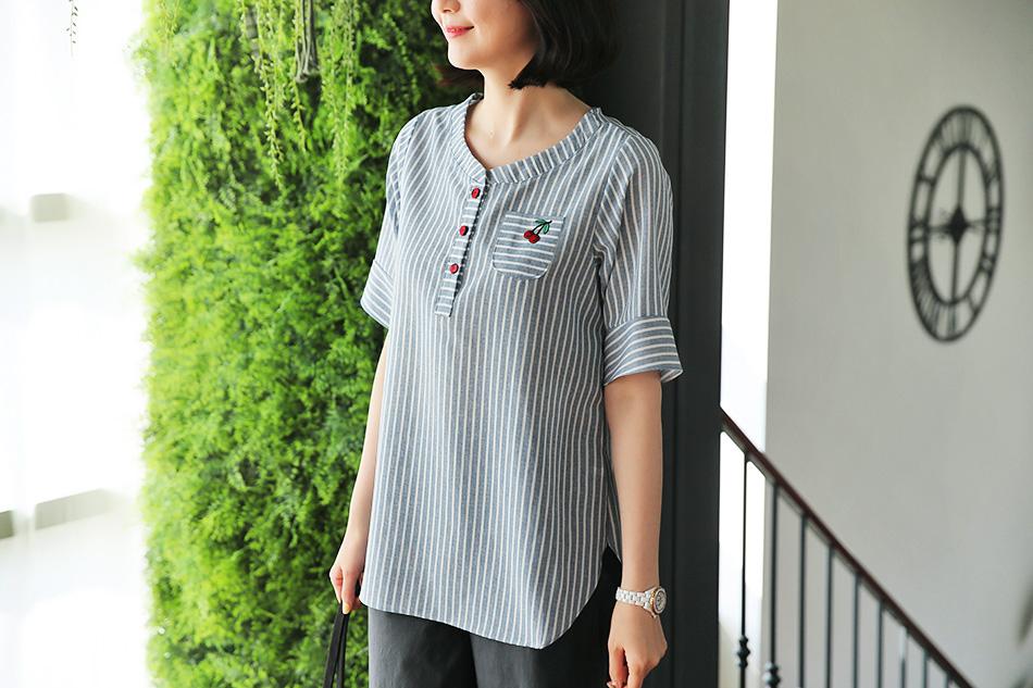 시원해보이는 세로 스트라이프 패턴의 셔츠 ^.^
