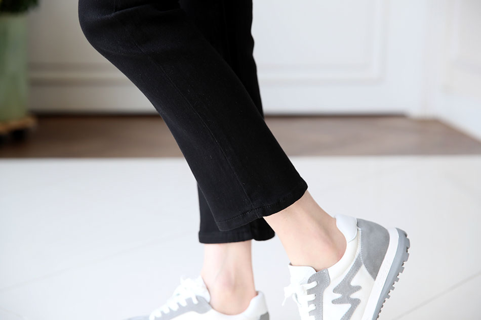 발목이 보이는 깔끔한 기장^ ^