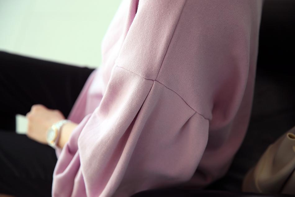 드랍소매 디자인과 핀턱주름으로 여성스럽게~