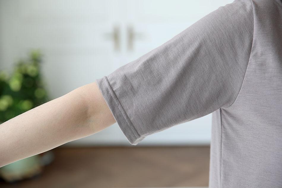 팔뚝 기장의 반팔티셔츠