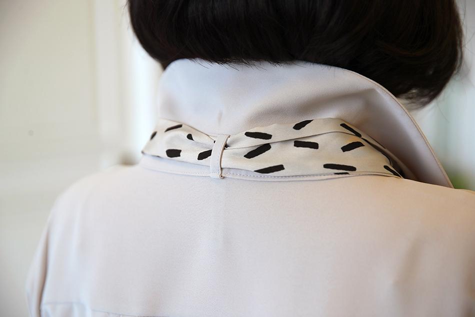 목 뒤에 고리가 있어